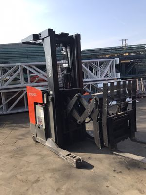 Toyota 7th Series double Reach Forklift for Sale in Los Angeles, CA
