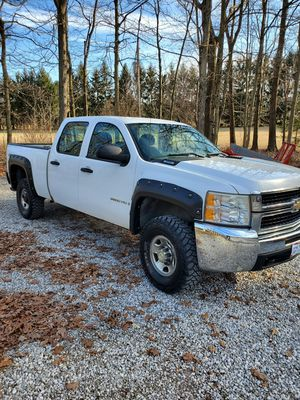 2007 Chevy Silverado 2500HD 4 x 4 for Sale in Johnstown, OH