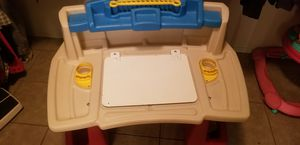 Kids desh with chair for Sale in Glendale, AZ