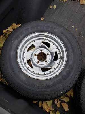 5 lug trailer rims and tires load rating C for Sale in Elmhurst, IL