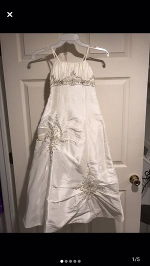 Flower girl dress with train size 8 for Sale in Livonia, MI