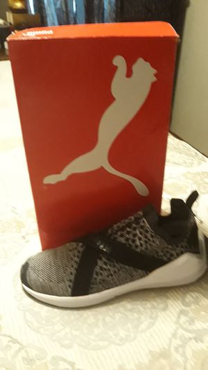 Sneakers Puma size 9 black and grey and white for Sale in Atlanta, GA