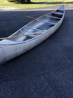 Aluminum Grumman Canoe with paddles for Sale in Greenland,  NH