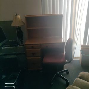 Desk& Chair for Sale in Evansville, IN