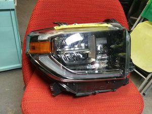 2018-20 Toyota Tundra Right Headlight LED Computer for Sale in Dallas, TX