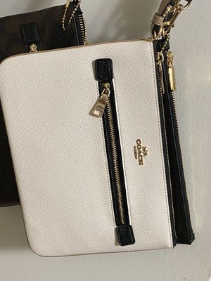 Brand New Authentic Coach big wristlet for Sale in ROCKVILLE, MD