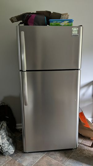 18 cu. ft. Top Freezer Refrigerator in Stainless Steel for Sale in Clarksville, TN
