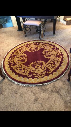 BEAUTIFUL TOULOUSE RUG a must see 64 in diameter for Sale in Hayward, CA