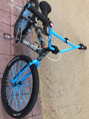 Se bike Will trade for I phone x that is unlocked and not stolen for Sale in Homestead, FL