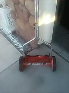 Non motorized lawn mower for Sale in Las Vegas, NV