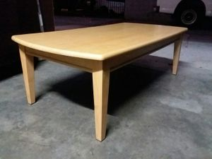 NICE COFFEE TABLE BIRCH COLOR for Sale in El Monte, CA
