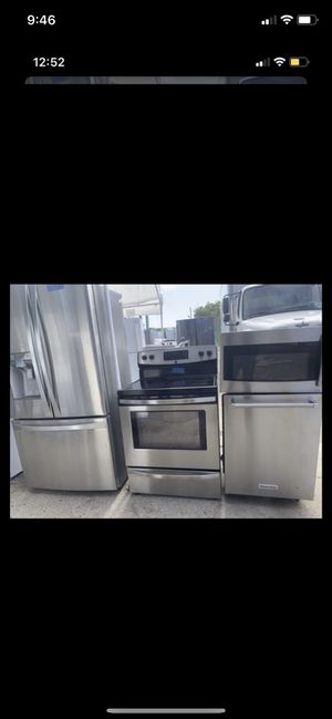 Kitchen set. Microwave/stove/dishwasher/french refrigerator for Sale in Raleigh, NC