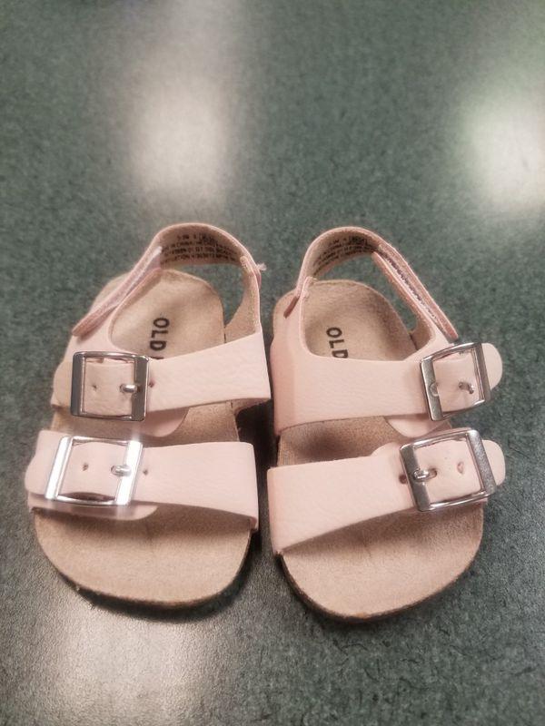 Never worn Baby Pink Old Navy Sandals