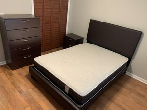 New queen white bedroom set 4 pieces. Mattress bed frame chest and night stand FREE DELIVERY. Also available in full size and twin size black and br for Sale in Pembroke Pines, FL