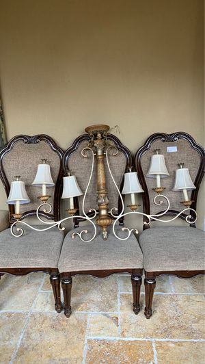 6 light chandelier in mint condition for Sale in Miami Beach, FL