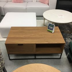 Coffee Table With Storage for Sale in Carol Stream,  IL