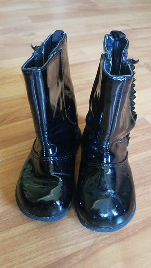 Girl boots size 5 / botas de niña for Sale in Forest Hill, TX