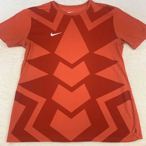 Nike Men's Large Tee, in great shape for Sale in Mason, OH