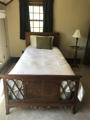 Charming Twin Bed for Sale in New York, NY