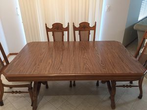 Antique Dining Table & Chairs for Sale in Covington, WA