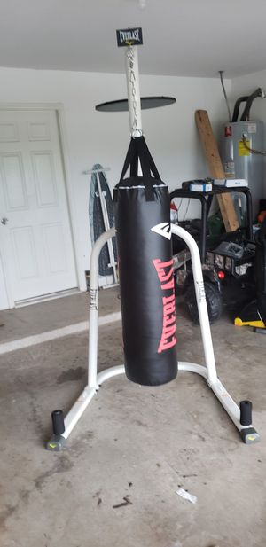 EVERLAST BOXING BAG WITH STAND WITH SPEED BALL for Sale in Fort Worth, TX