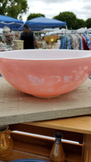 Pyrex pink gooseberry 4qt bowl for Sale in Anaheim, CA