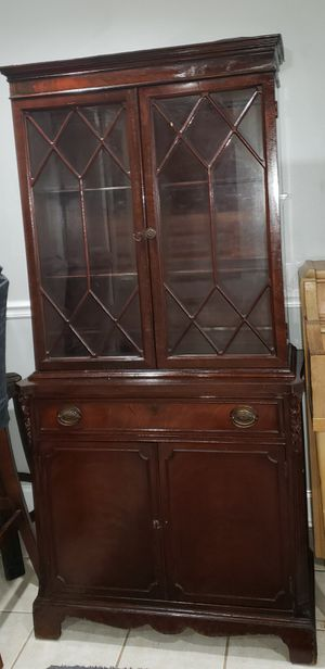 Antique mahogany china cabinet for Sale in Monroeville, NJ