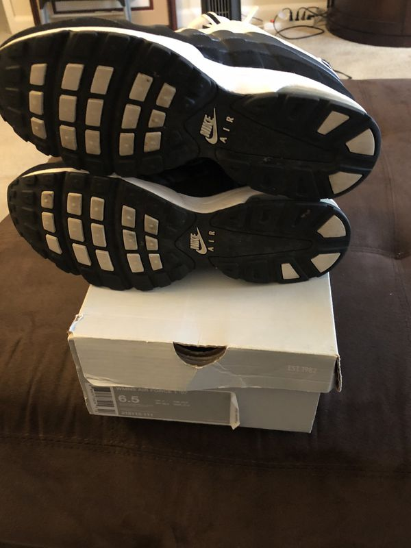 Women Air Force 1'07-Black and White Size 6.5