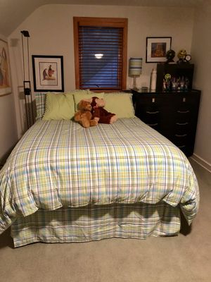 Wood black bedroom set, lamps and accessories for Sale in Kalamazoo, MI
