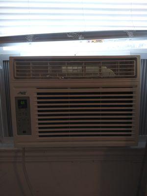 800 BTU window ac unit(ARTIC KING) for Sale in Portsmouth, VA