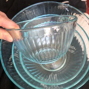 Pyrex Nesting Kitchen Bowls (4) for Sale in Los Angeles, CA