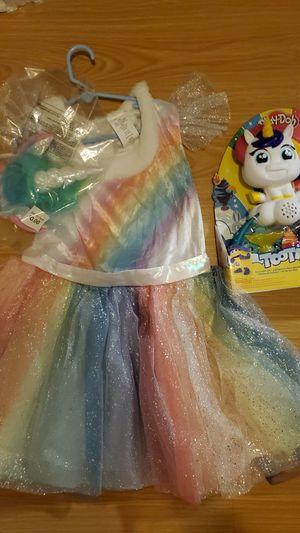 Unicorn costume and play doh for Sale in Miami, FL