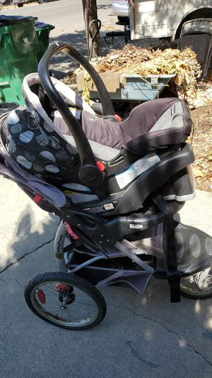 Graco full setup car seat,base and stroller for Sale in Willows, CA