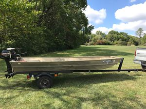 Landau boat w/ 6 hp Mercury for Sale in Washington, MO