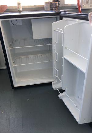 Sanyo mini fridge for Sale in Aurora, IL