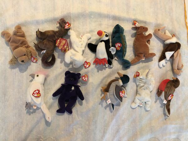 Assorted beanie babies from the 90s