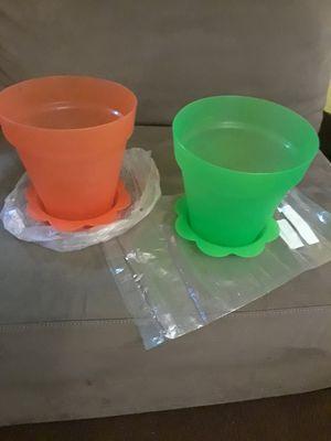 2 orange & green strainer & 2 flower pots for Sale in Washington, MD