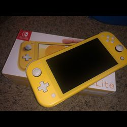 Nintendo Switch Lite (Yellow) for Sale in Everett,  WA