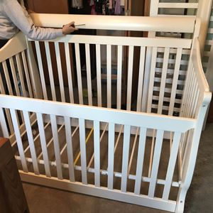 White Wooden Crib for Sale in Hilliard, OH