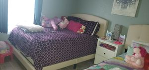 Full bed with box spring for Sale in Denver, CO