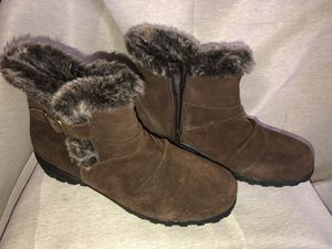 Khombu womens snow boots for Sale in Tacoma, WA