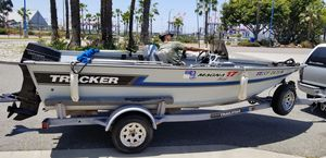 93 Tracker Magna 17 fish V Hull Aluminum Boat for Sale in Long Beach, CA