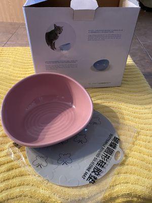 A cat feeding bowl for Sale in Lehigh Acres, FL