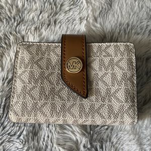 Small Michael Kors Wallet for Sale in Fort Worth, TX