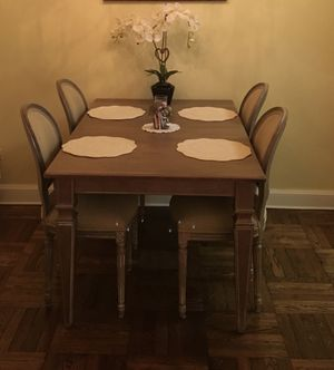 Small kitchen table (4 seater) for Sale in Syosset, NY