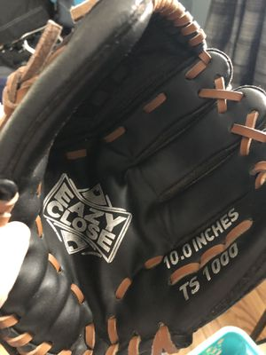 Kids 10.0 inch baseball glove for Sale in Sutton, MA