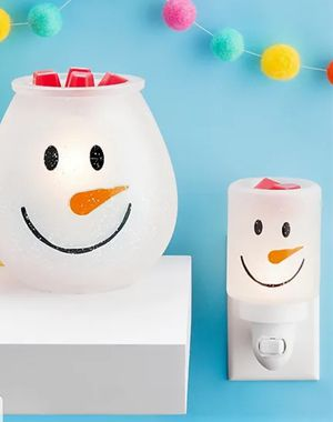 Scentsy Frosty Glow Plug-In Warmer NEW for Sale in Rowland Heights, CA