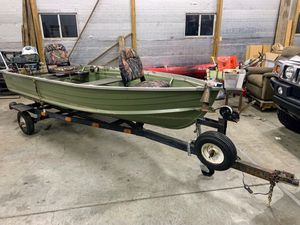 12 ft semi-v Starcraft fishing boat/trailer for Sale in Lititz, PA