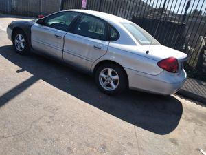 Ford Taurus 2002 automático 4 puertas titulo limpió for Sale in Los Angeles, CA
