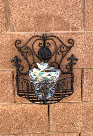 Outdoor plant/Holder - Higley Riggs Pick Up for Sale in Gilbert, AZ